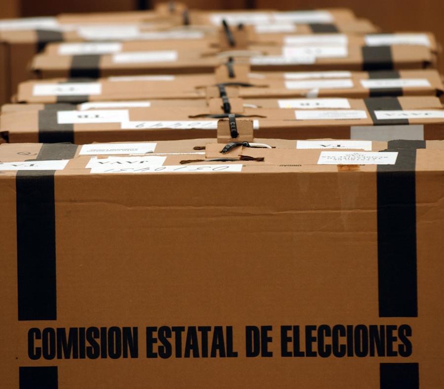 Maletas de la Comisión Estatal de Elecciones donde se guardan las papeletas. (GFR Media) (semisquare-x3)