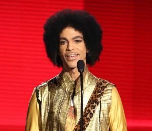 Familiares de Prince ponen cese a Trump en el uso de la música del rockero