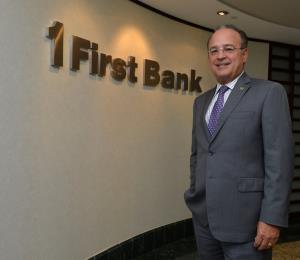 En alza la acción de FirstBank