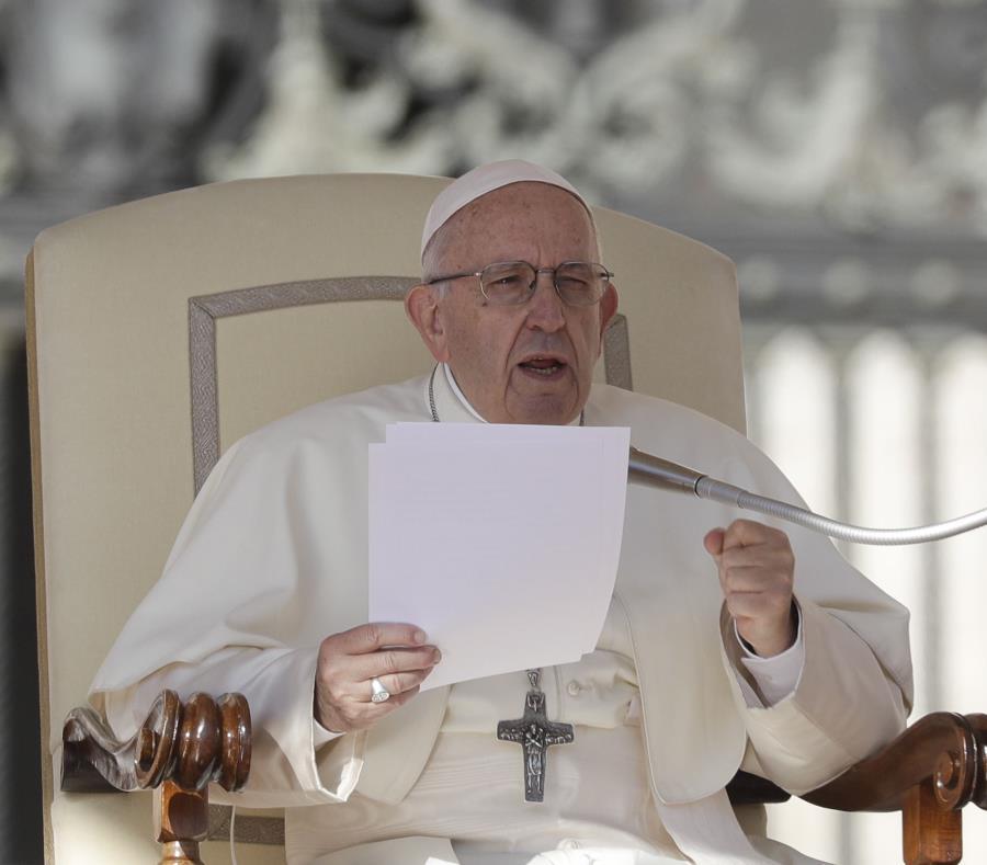 El papa Francisco durante su audiencia general semanal en la Plaza de San Pedro del Vaticano (semisquare-x3)
