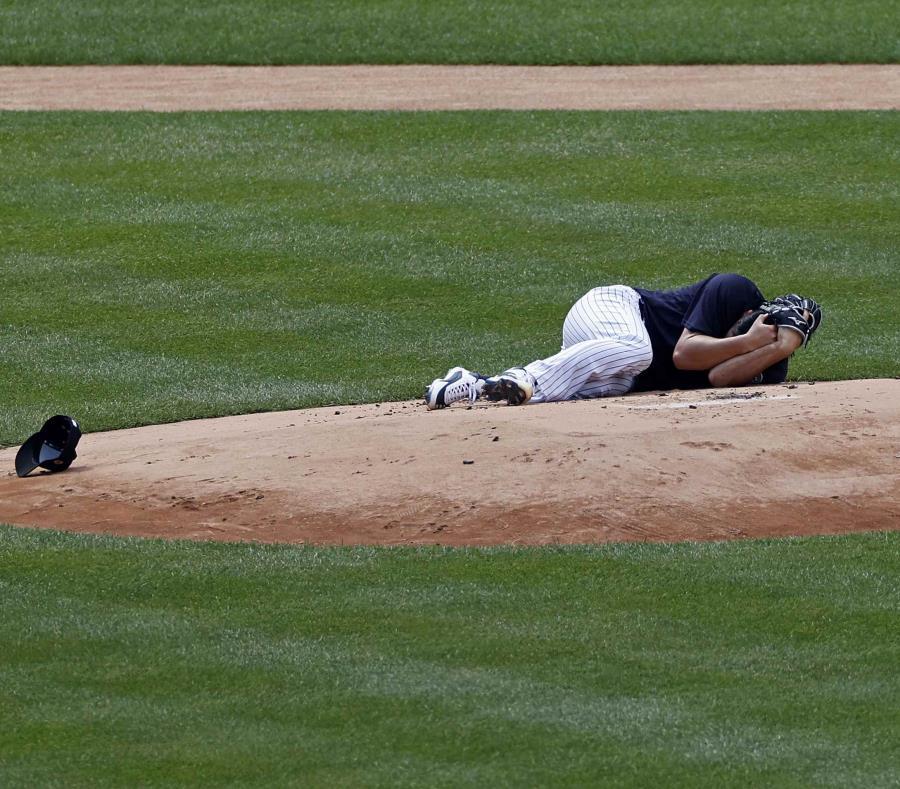 DEPORTES: (VIDEO) Jugador de los Yankees sufre brutal impacto tras batazo