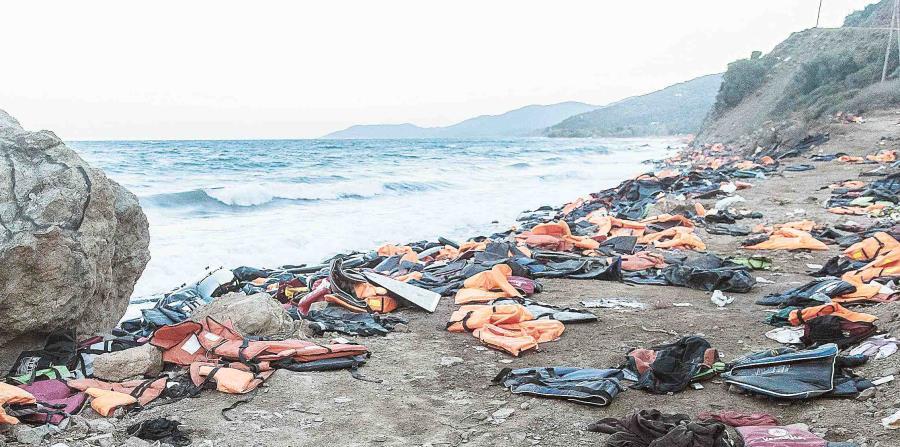 Se informó de un naufragio el domingo ante la costa Libia, en el que desaparecieron 163 personas. (horizontal-x3)