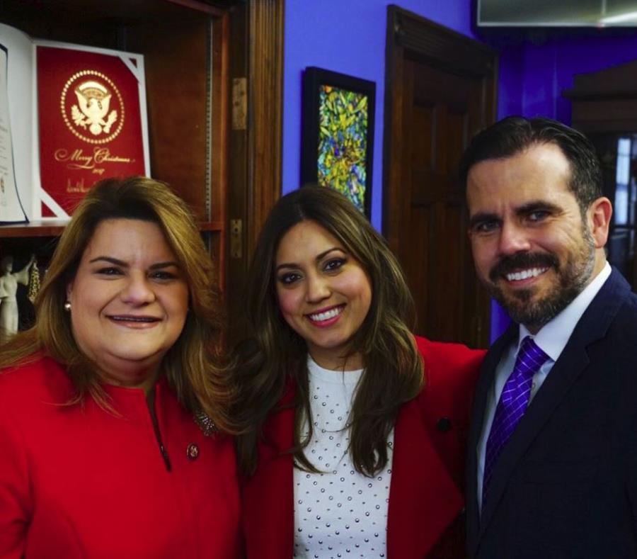 Ricardo Rosselló junto a su esposa, Beatriz Rosselló, y la comisionada residente Jenniffer González previo al mensaje del estado de la Unión. (Twitter) (semisquare-x3)