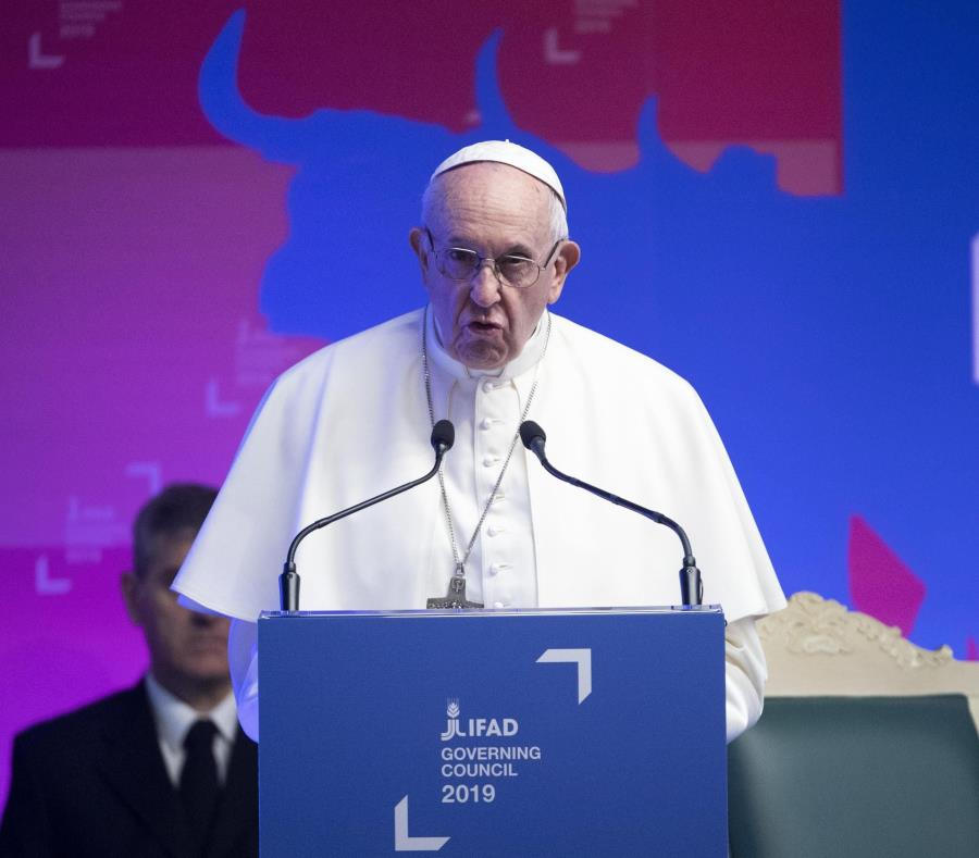 Francisco convoca una cumbre antipederastia en el Vaticano