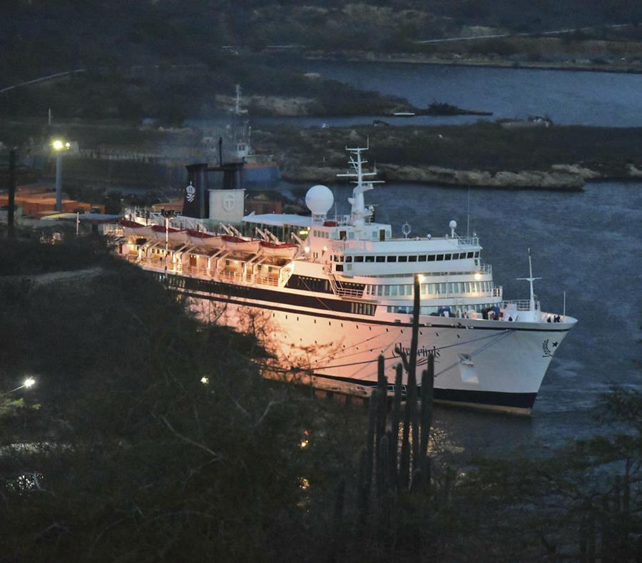 El crucero Freewinds arribó a Curazao. (AP) (semisquare-x3)