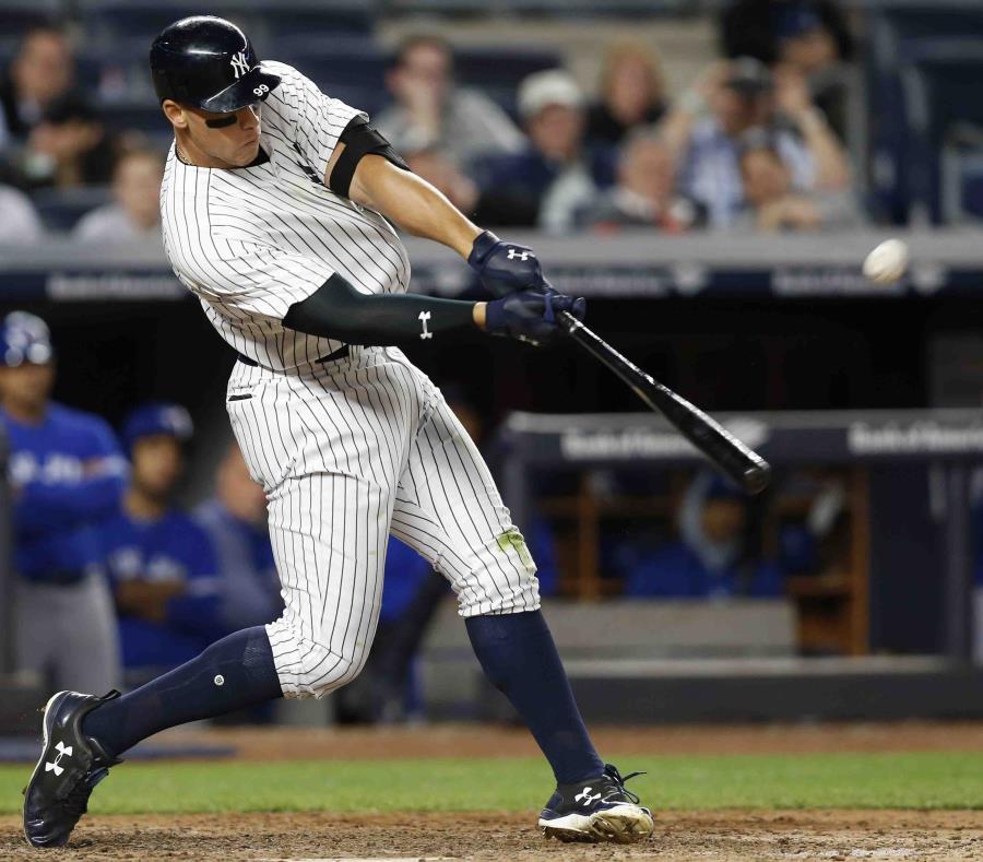 Aaron Judge bateó dos cuadrangulares anoche por los Yankees, incluyendo uno de tres carreras en la séptima entrada. (semisquare-x3)