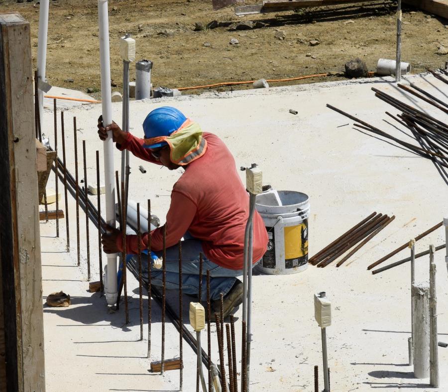 Sobre $816 millones se invertirán en la reubicación de comunidades y en la reparación y reconstrucción de viviendas. (GFR Media) (semisquare-x3)