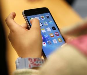 Un estudio revela que los celulares pueden causar cortes en el rostro y fracturas