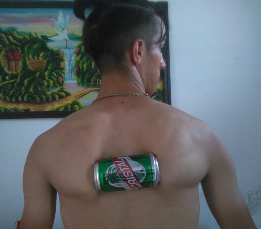 """El joven comienza a ser conocido en su país como """"El escachalatas"""". (Captura/Facebok) (semisquare-x3)"""