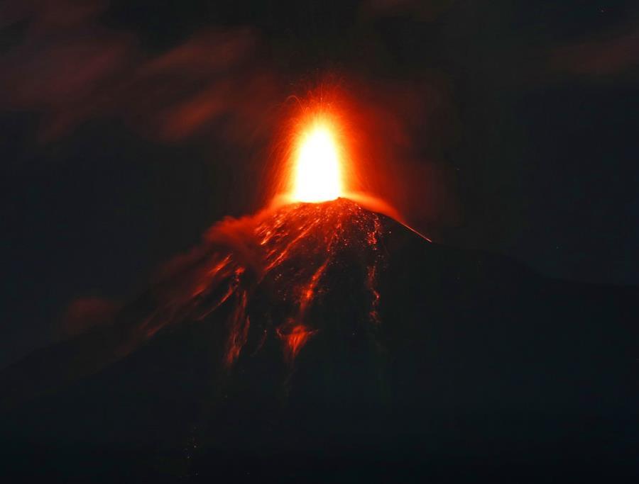 El pasado 3 de junio la erupción del volcán provocó la muerte de casi 200 personas y dejó 1.7 millones de afectados (semisquare-x3)