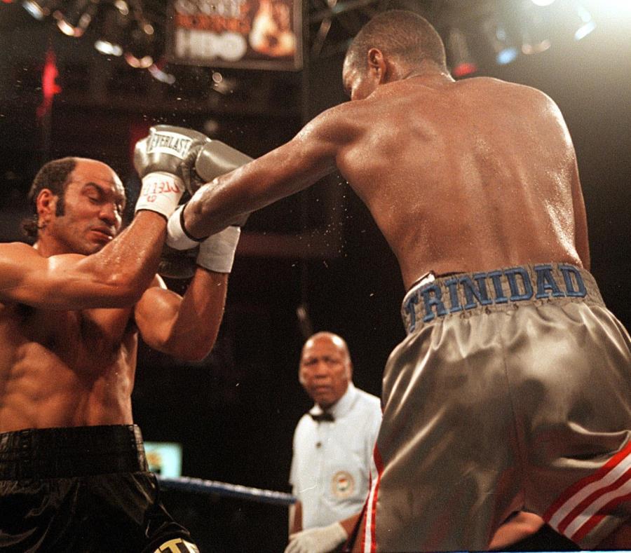 En 2002 HBO también transmitió desde Puerto Rico  la pelea entre Hacine Cherifi y el boricua Tito Trinidad, como parte de una cartelera celebrada en el Coliseo Roberto Clemente (semisquare-x3)
