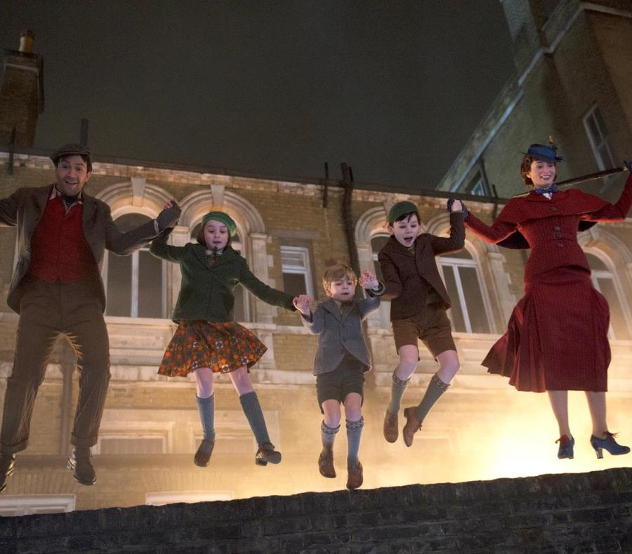 De izquierda a derecha, Lin-Manuel Miranda, Pixie Davies, Joel Dawson, Nathanael Saleh y Emily Blunt. (AP) (semisquare-x3)