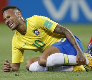 Neymar admite que exagera cuando recibe faltas