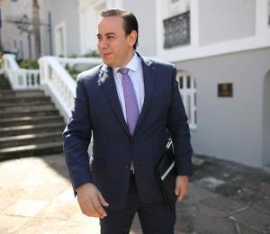 William Villafañe dice que desconoce quién falló en el lío de las guaguas de La Fortaleza