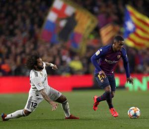 La Federación española pospone el clásico de fútbol entre el Barsa y Real Madrid