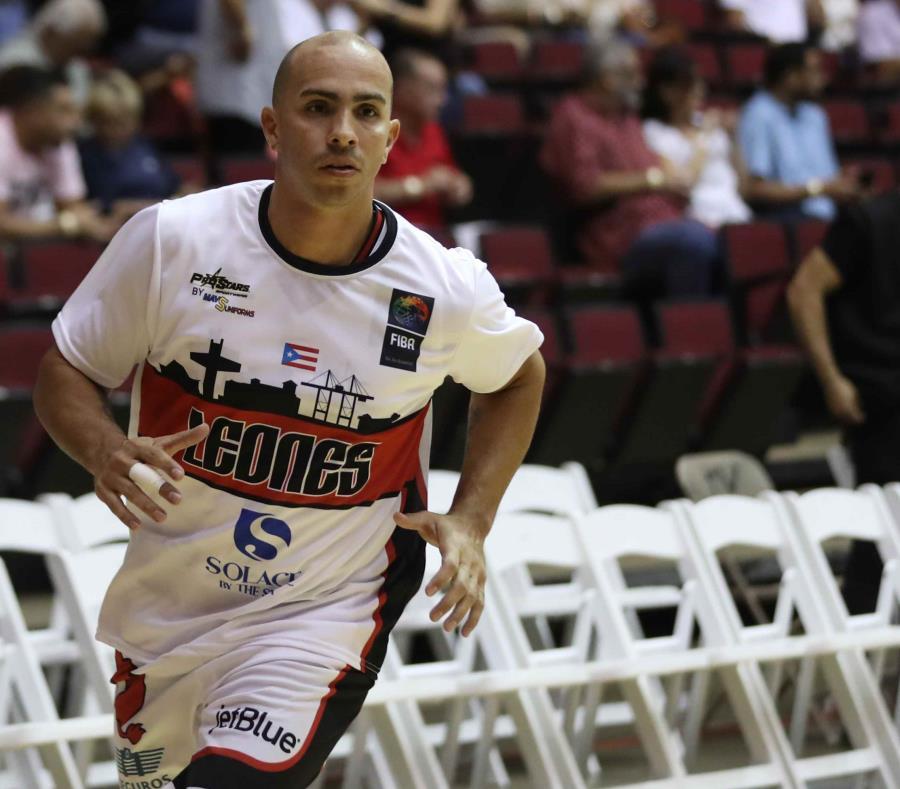 Carlos Arroyo calienta previo al partido de hoy en Ponce. (juan.martinez@gfrmedia.com) (semisquare-x3)