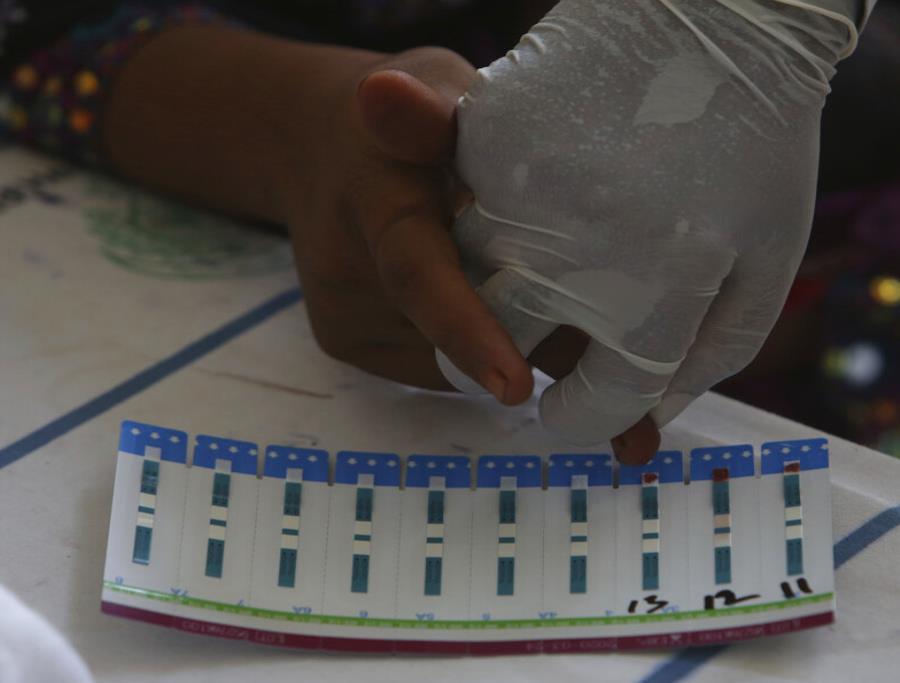 Pediatra contagia de VIH a 900 niños por usar jeringas usadas