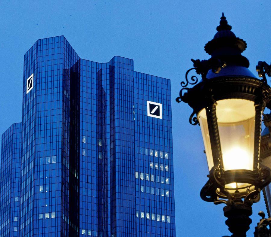 En la imagen, las oficinas centrales de Deutsche Bank, en Alemania. Trump demandó el lunes a Deutsche Bank y Capital One. (AP) (semisquare-x3)
