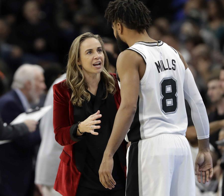 Becky Hammon, exjugadora de la WNBA, está con los Spurs desde 2014. (AP) (semisquare-x3)