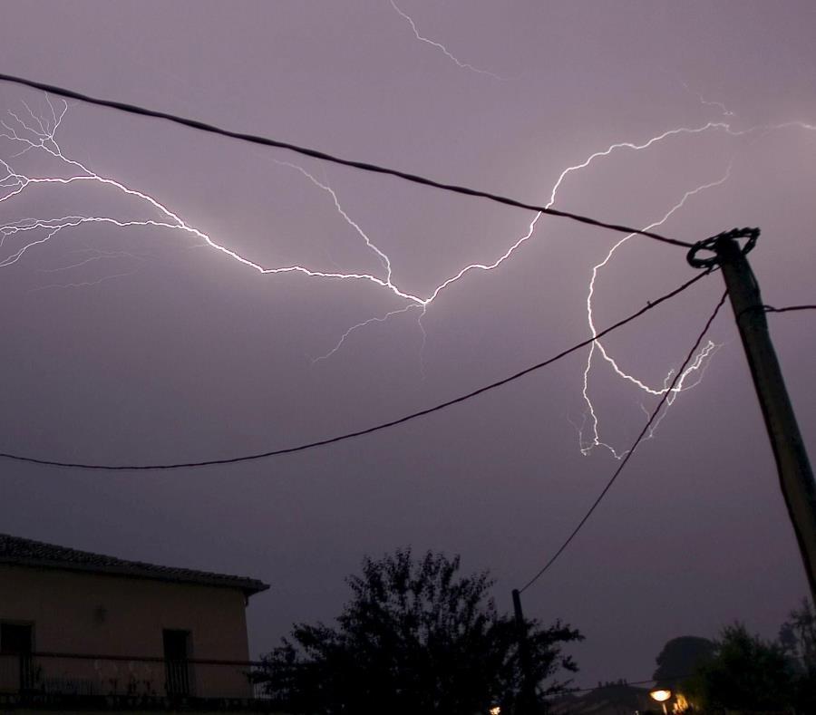 Es la segunda muerte provocada por tormentas eléctricas en esa región del oriente venezolano en menos de dos meses. (semisquare-x3)
