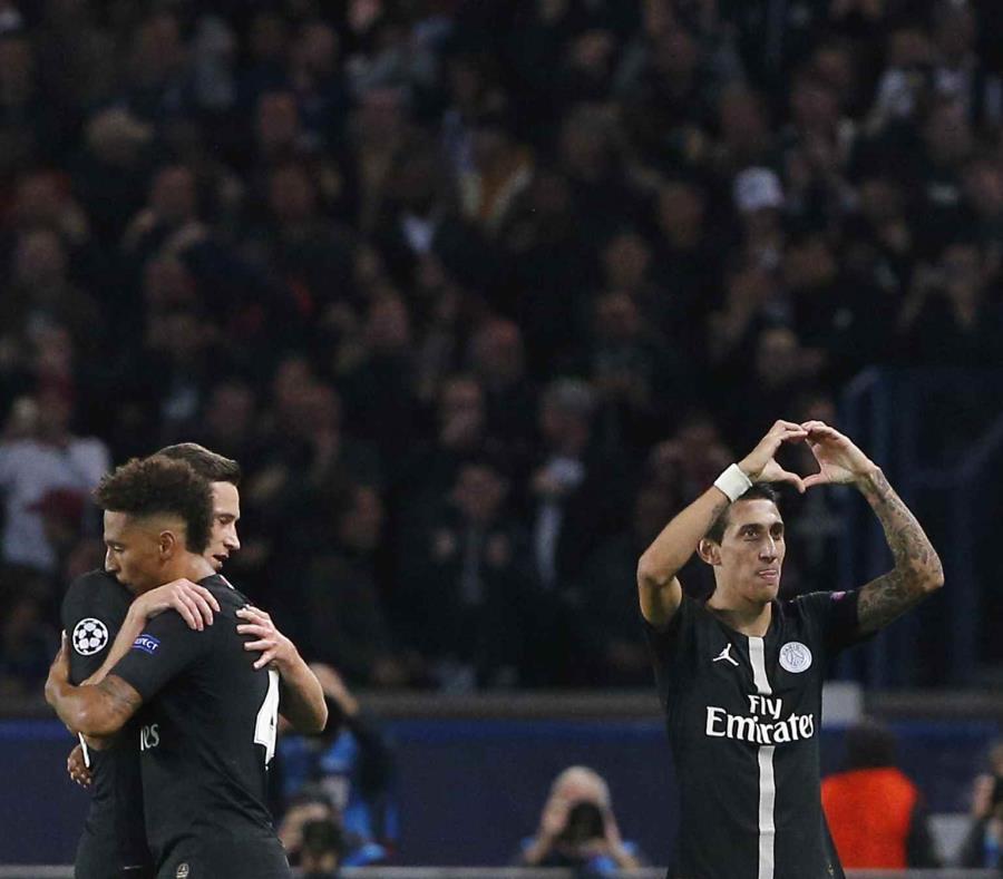 Angel Di Maria (derecha) celebra luego de anotar un gol para el PSG. (AP) (semisquare-x3)
