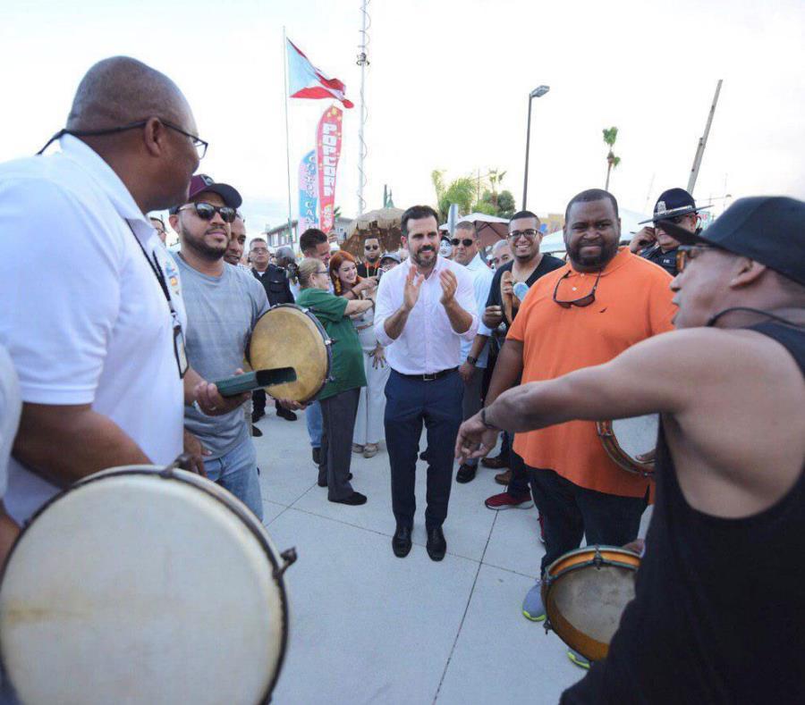 Ricardo Rosselló participó hoy de las fiestas en Cataño. (Suministrada) (semisquare-x3)