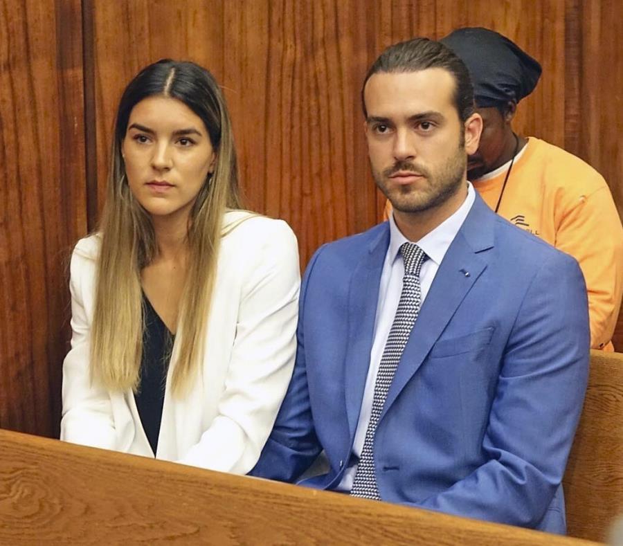 Pablo Lyle podría ser sentenciado a entre 10 y 15 años de prisión. En la foto aparece junto a su esposa Ana Araujo en la corte.  (AP) (semisquare-x3)