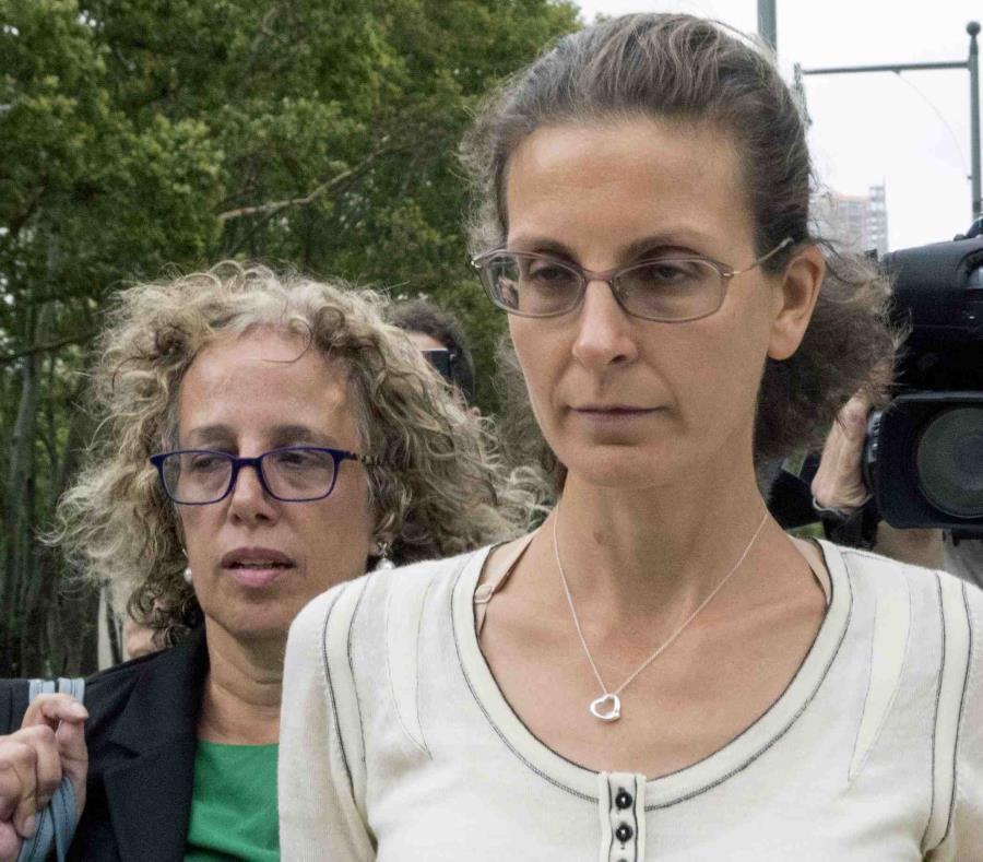 Clare Bronfman, heredera de la empresa de licores Seagram, financió las actividades de NXIVM. (AP / Mary Altaffer) (semisquare-x3)
