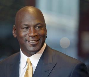 """La guerra de Michael Jordan contra el """"manejo de carga"""" en la NBA"""