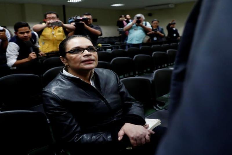 Condenan a más de 15 años de prisión a la ex vicepresidenta de Guatemala por corrupción (semisquare-x3)