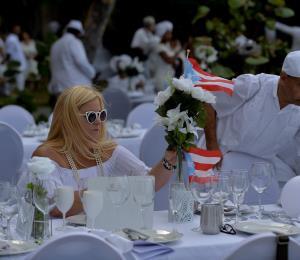 "Boricuas se gozan ""Cena de Blanco"" en La Habana"