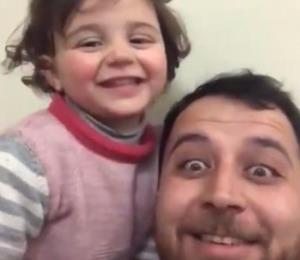 Un padre sirio convirtió el sonido de las bombas en un juego para calmar a su hija