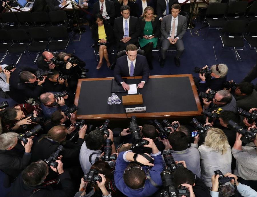 El CEO de Facebook, Mark Zuckerberg, compareció ante el Congreso de Estados Unidos, sobre el uso de los datos de la red social (semisquare-x3)