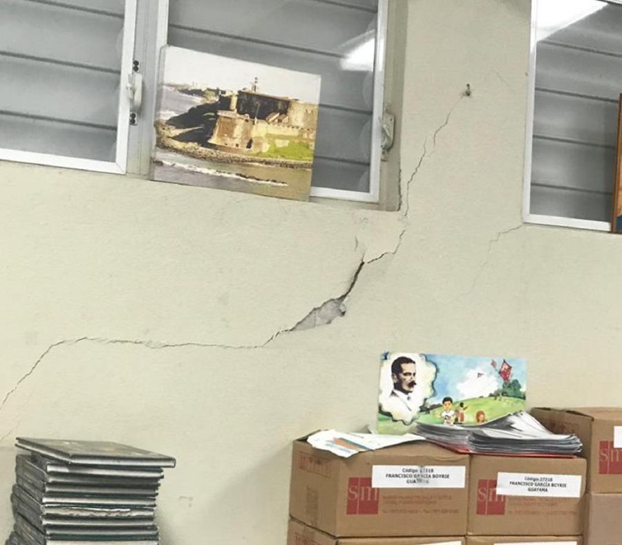 Grietas en las paredes  de la escuela Francisco García Boyrie, en Guayama, causadas por el temblor de ayer. (Suministrada) (semisquare-x3)