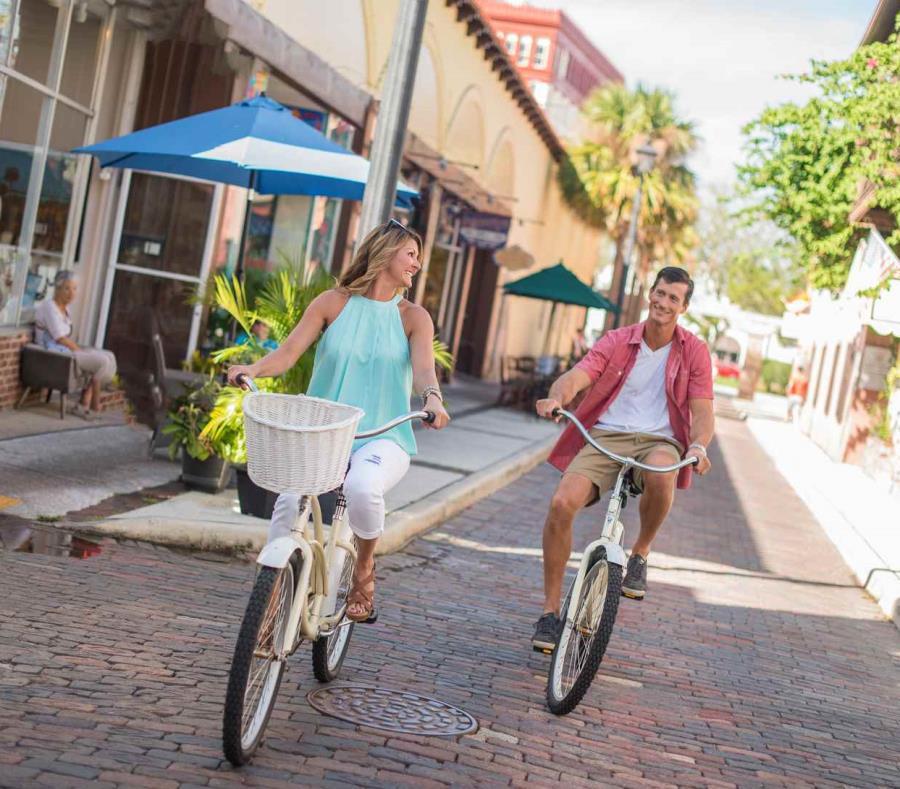 Las calles de San Agustín invitan a ser recorridas en bicicleta y en buena compañía. (semisquare-x3)