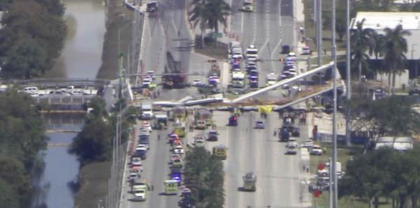 Colapsa sobre ciudadanos puente de Universidad Internacional de Florida