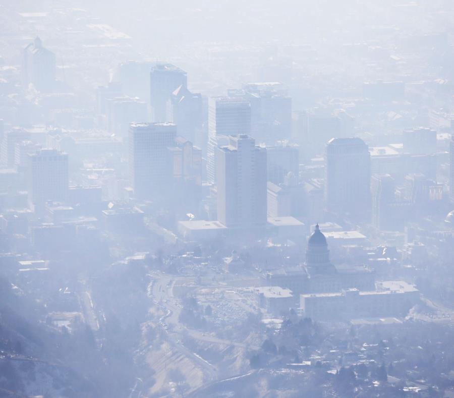 Fotografía del 18 de enero de 2017 de una capa de smog cubriendo a Salt Lake City. (AP) (semisquare-x3)