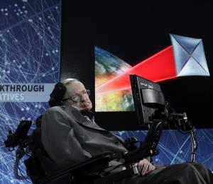 La voz de Stephen Hawking resonará en el espacio