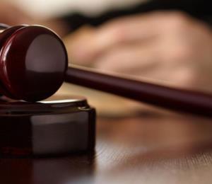 Un jurado delibera en caso de brote de meningitis en Estados Unidos