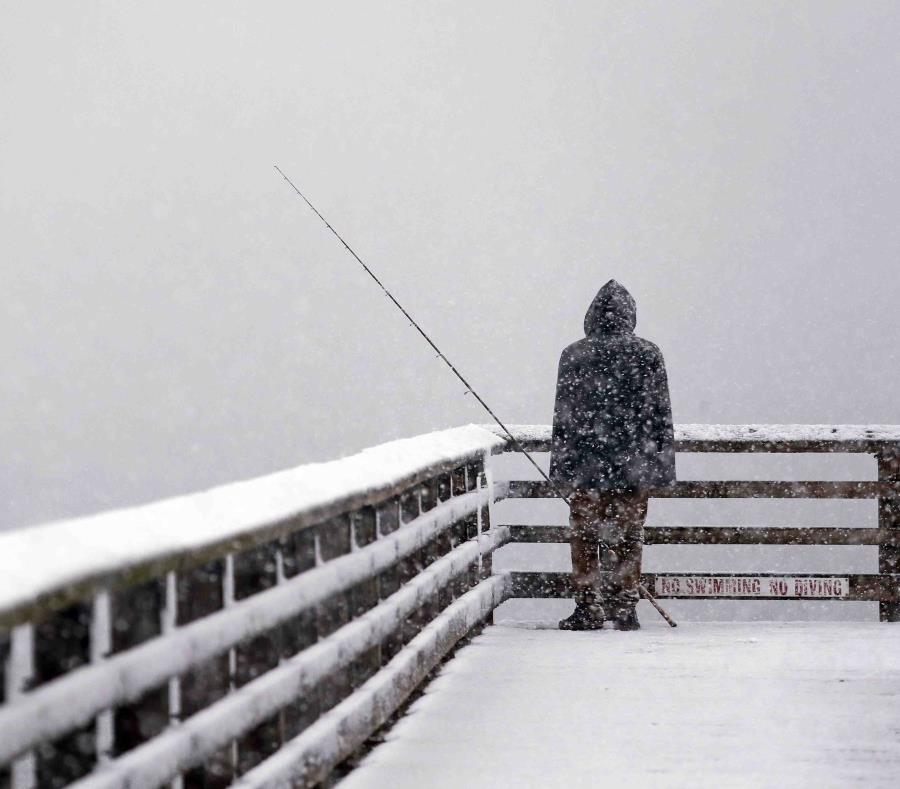 Se cubre de nieve noroeste de EU por tormenta invernal