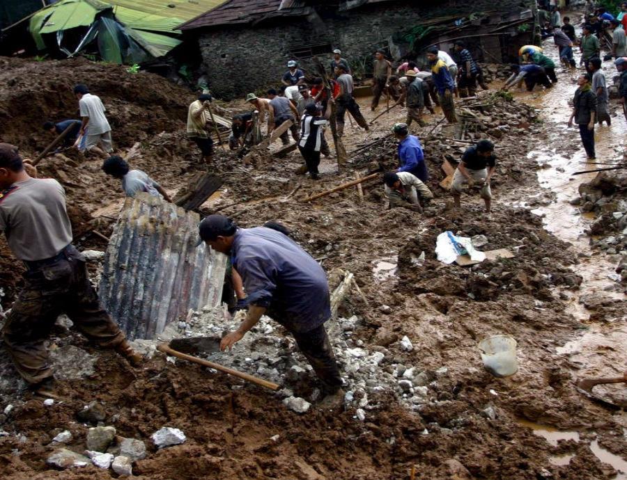 América Latina y El Caribe son azotados regularmente por inundaciones, sequías, olas de calor y deslizamientos, entre otros fenómenos. (EFE) (semisquare-x3)