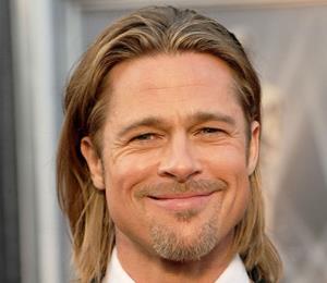 Brad Pitt asiste a la fiesta de cumpleaños de Jennifer Aniston