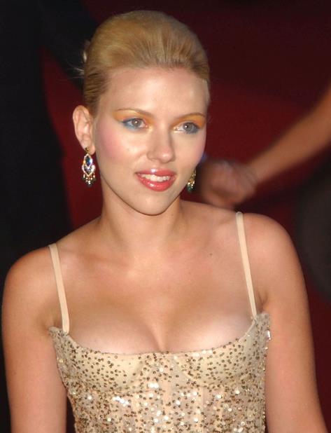 La actriz Scarlett Johansson se quejó de los paparazzis. (Archivo/AP) (vertical-x1)