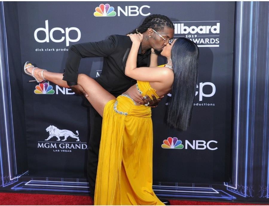 Cardi B y su esposo Offset habían causaron sensación en los Billboards 2019 por sus muestras de cariño.  (AP) (semisquare-x3)