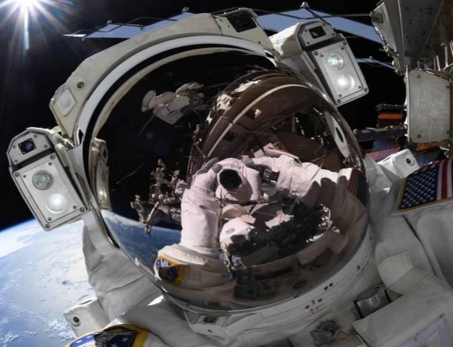 app de la NASA podrás tomarte selfies desde el espacio (semisquare-x3)