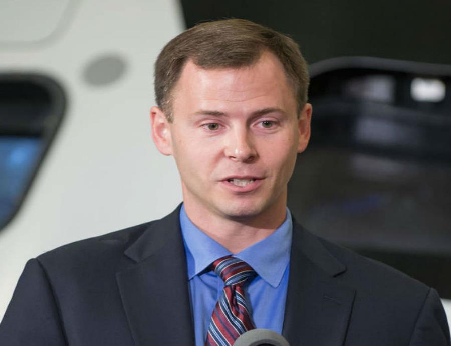 Tyler Hague fue seleccionado por la NASA en 2013 para participar en su programa de formación de astronautas (semisquare-x3)