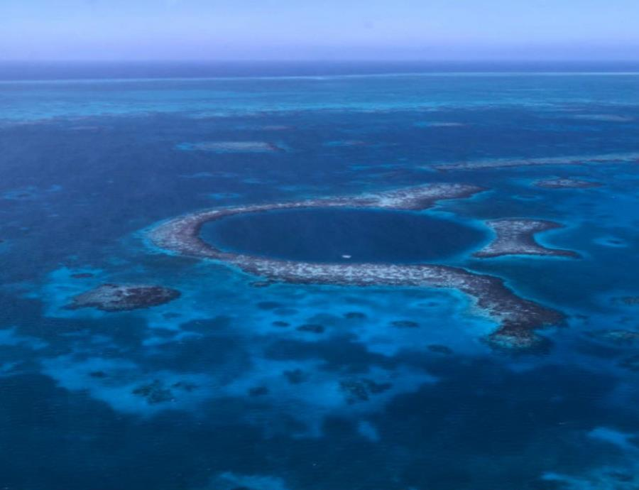 El objetivo de esta expedición es dibujar mapas 3D de la totalidad del Gran Agujero Azul (semisquare-x3)