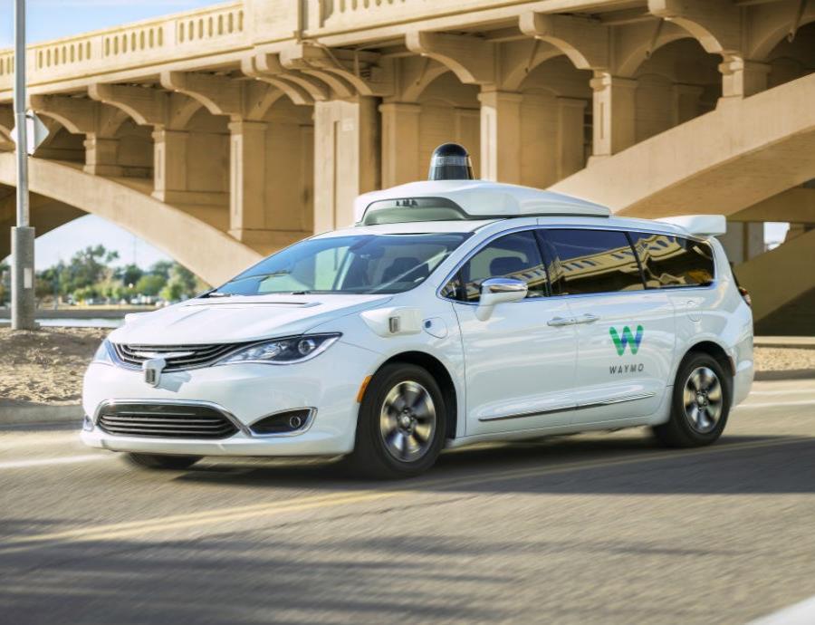 Google ya puso en marcha Waymo One, su servicio de taxis autónomos (semisquare-x3)