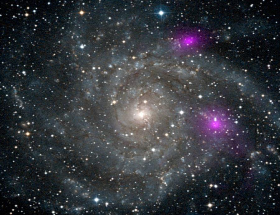 Los científicos podrían mostrar la primera imagen de un agujero negro tomada con el Event Horizon Telescope. (semisquare-x3)