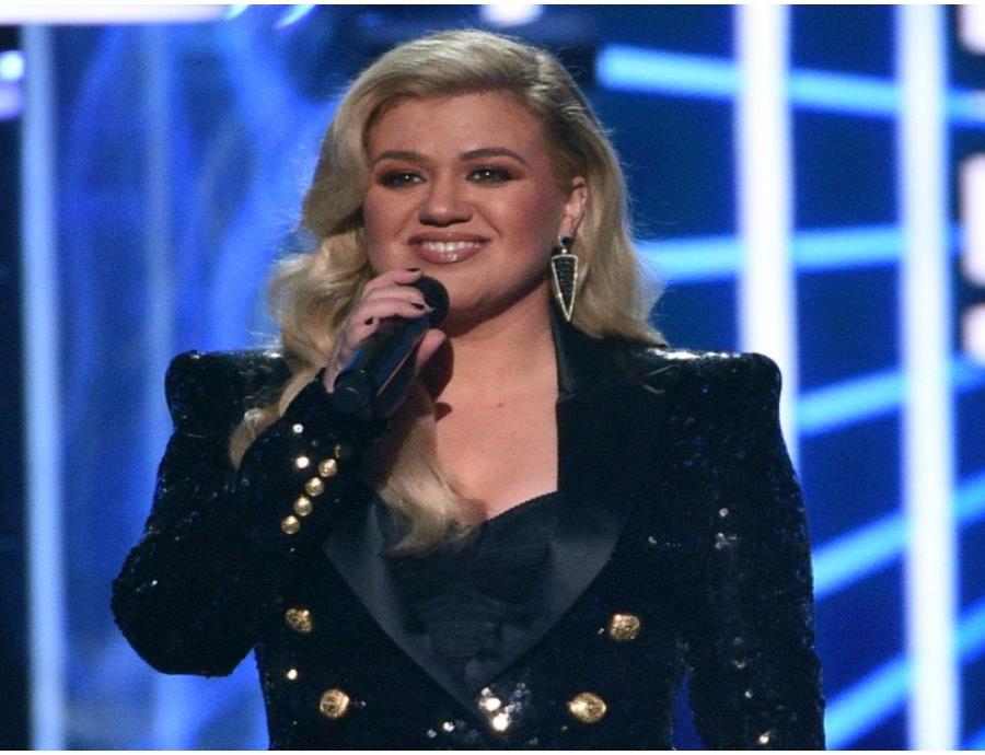 Kelly Clarkson tuvo que viajar a Los Ángeles para ser intervenida. (semisquare-x3)